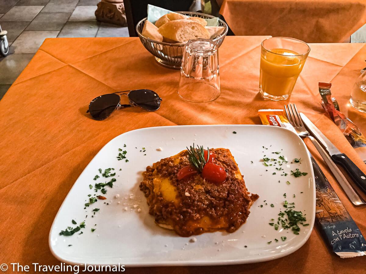 Lasagna for lunch in Bellagio, Almuerzo en Bellagio