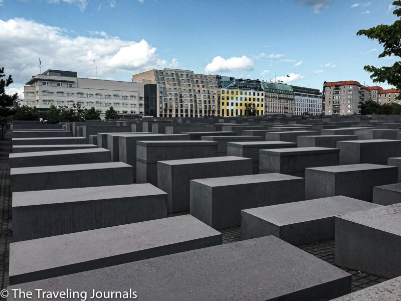 barrera, german history, world war II, segunda guerra mundial, el holocausto, the holocaust, topography of terror, topografia de terror, museo al aire libre, open air museum, Memorial to the Murdered Jews of Europe, memorial de los asesinatos de los judios en Europa, judios, jews, jews massacre, masacre de judios en europa