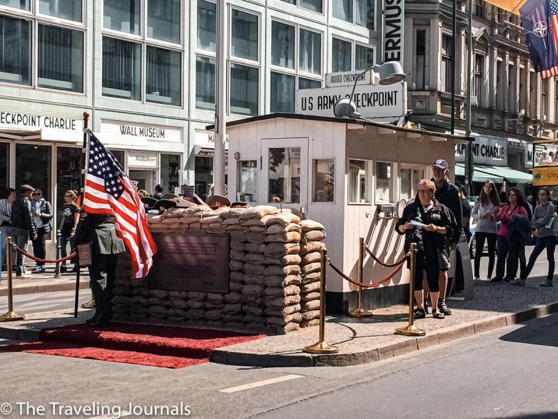 historical buildings in berlin, edificios historicos de berlin, berlin, alemania, germany, checkpoint charlie, control de paso charlie, charlie, berlin wall, muralla de berlin, berlin border, east berlin, west berlin, democratic west, usa, american sector, sector americano, barrera, german history, world war II, segunda guerra mundial, el holocausto, the holocaust