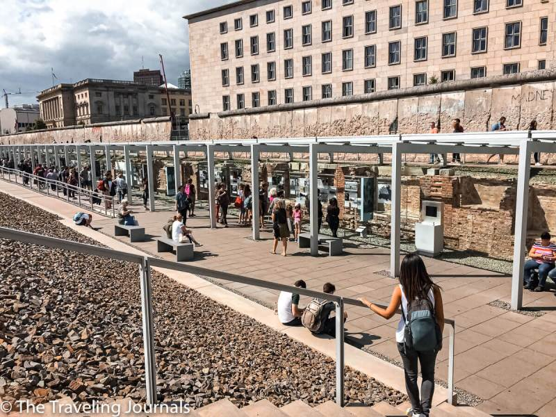 historical buildings in berlin, edificios historicos de berlin, berlin, alemania, germany, checkpoint charlie, control de paso charlie, charlie, berlin wall, muralla de berlin, berlin border, east berlin, west berlin, democratic west, usa, american sector, sector americano, barrera, german history, world war II, segunda guerra mundial, el holocausto, the holocaust, topography of terror, topografia de terror, museo al aire libre, open air museum