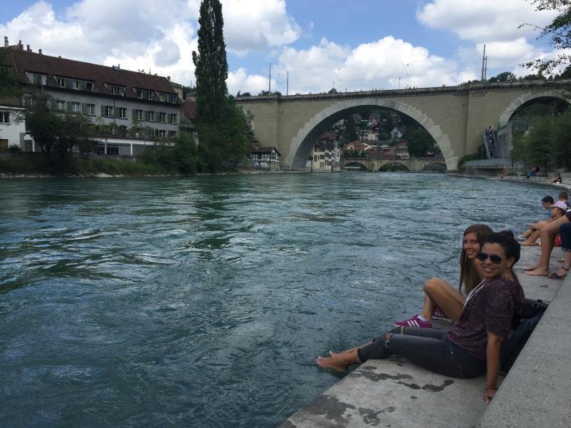 Bern, summer in Bern, verano en Berna, dipping feet in Aare River, refrescandome en el rio Are
