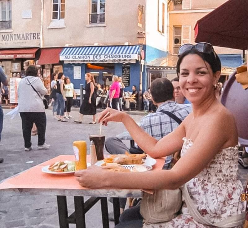 Dinner for one, cena para uno, dinner in Montmatre, Cena en Montmatre, Smiling to strangers, summer 2010, Verano 2010, First solo trip, Primer via sola, travel memories, recuerdos de via, outdoor dining, fernando afuera